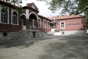 Снимка на червеното училище